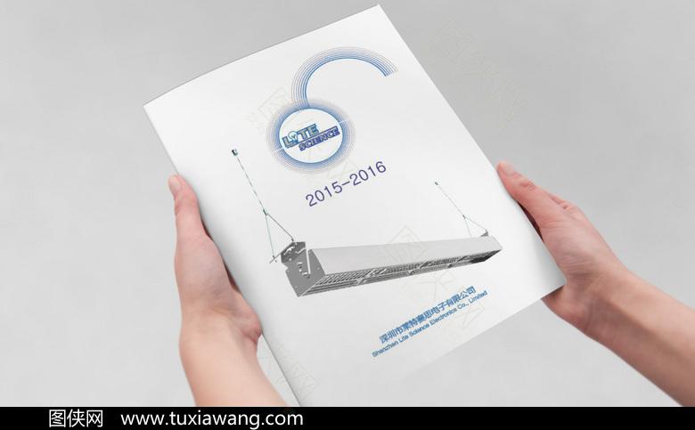 白色简约电子科技产品画册